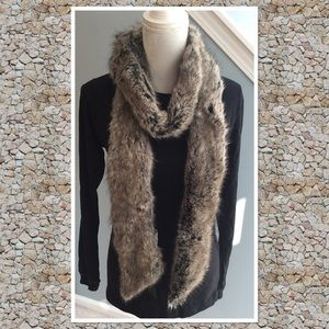 New Banana Republic faux fur scarf